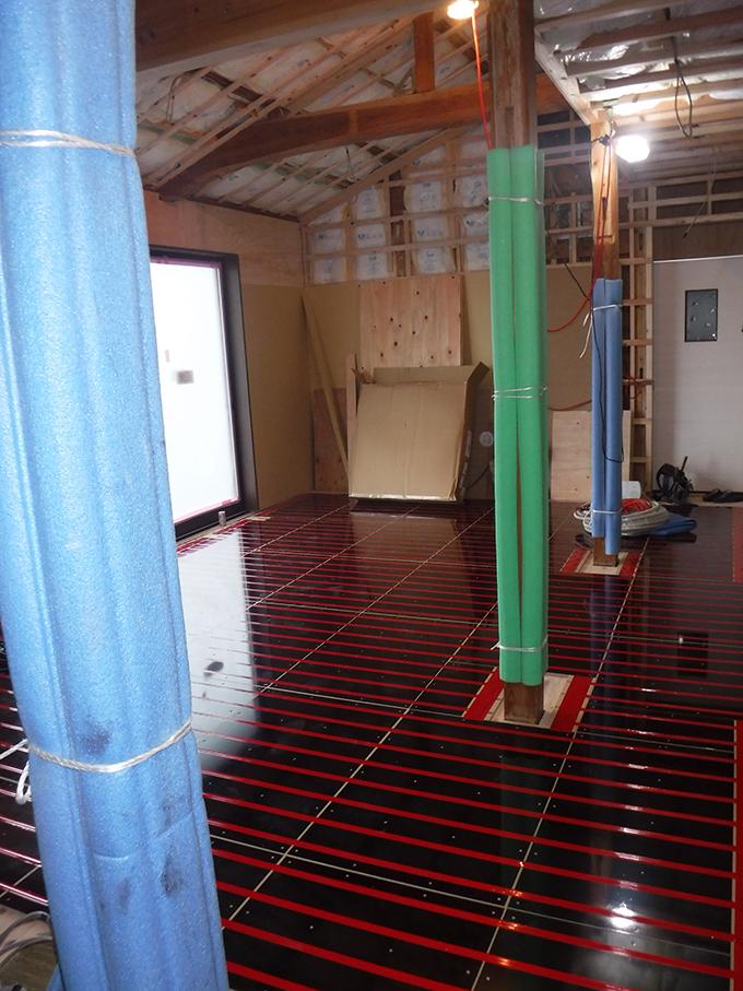 リフォーム施工実績 温水床暖房 ユカカラ暖房施工中